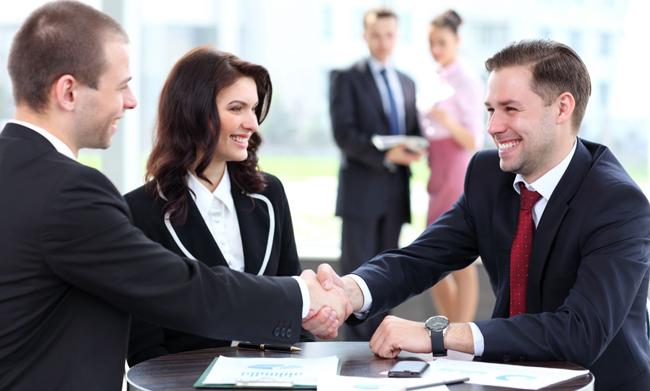 Năng lực giao tiếp giúp bạn dễ dàng thuyết phục khách hàng