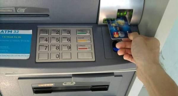 Hạn chế rút tiền mặt từ thẻ tín dụng