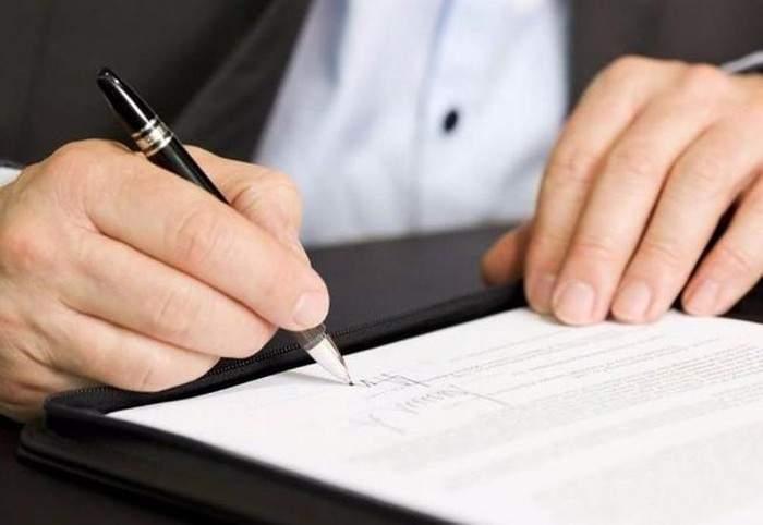 Nên đọc kỹ điều khoản hợp đồng trước khi ký kết