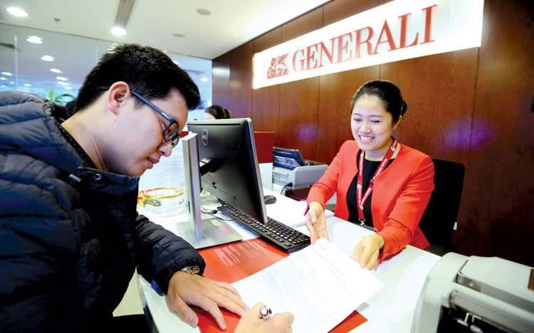 Đến phòng giao dịch Generali để đóng phí bảo hiểm