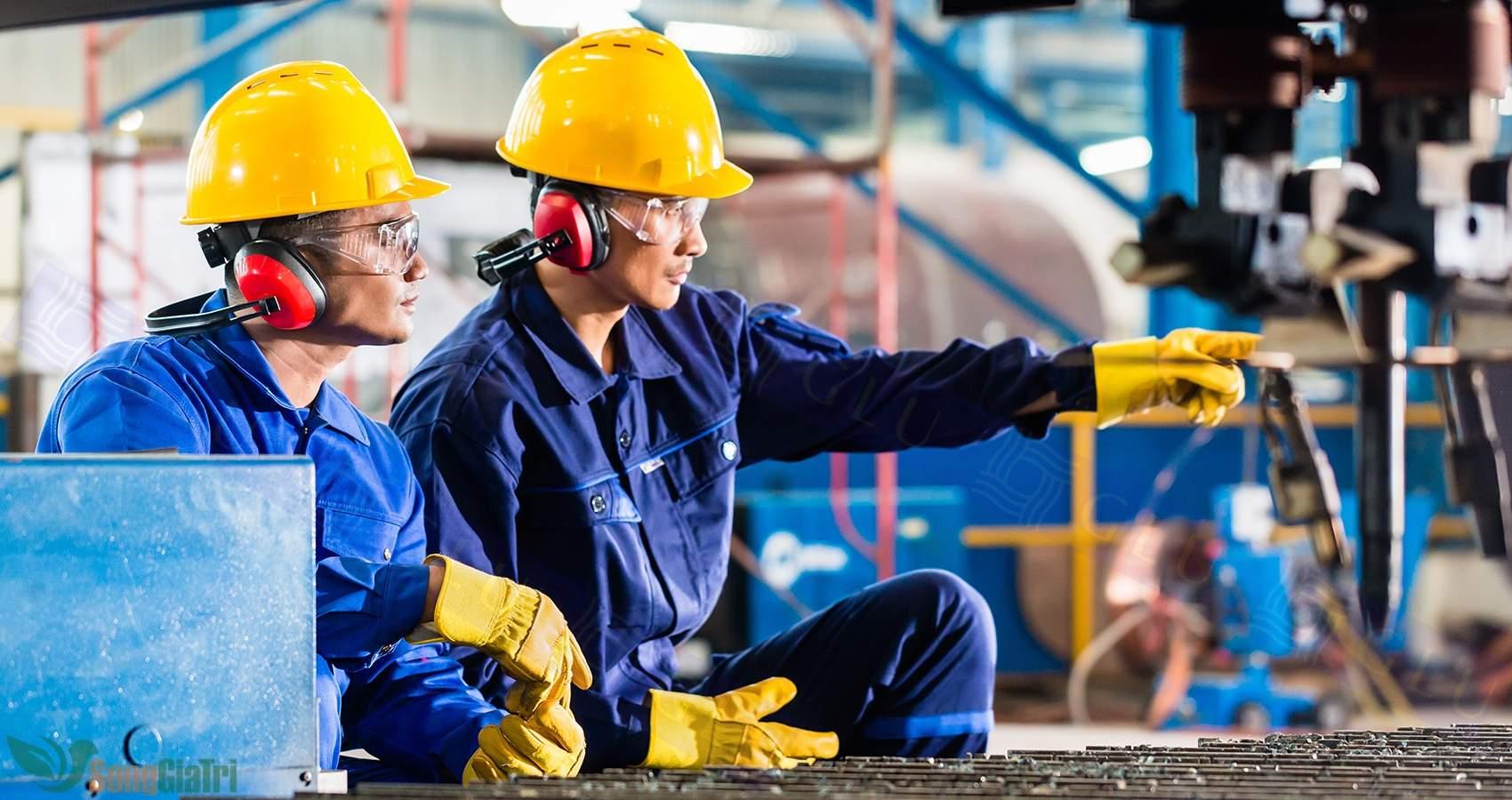 Công nhân thường được xếp vào nhóm nghề nghiệp loại 3