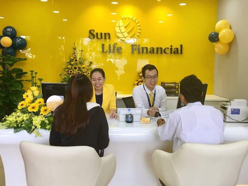 Gửi hồ sơ đến văn phòng của Sun Life