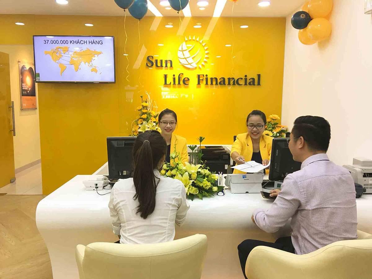 Đến trực tiếp phòng giao dịch của Sun Life