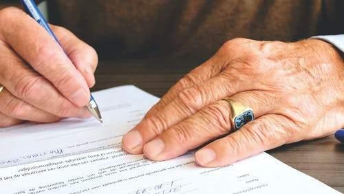 Đọc kỹ hợp đồng trước khi ký kết
