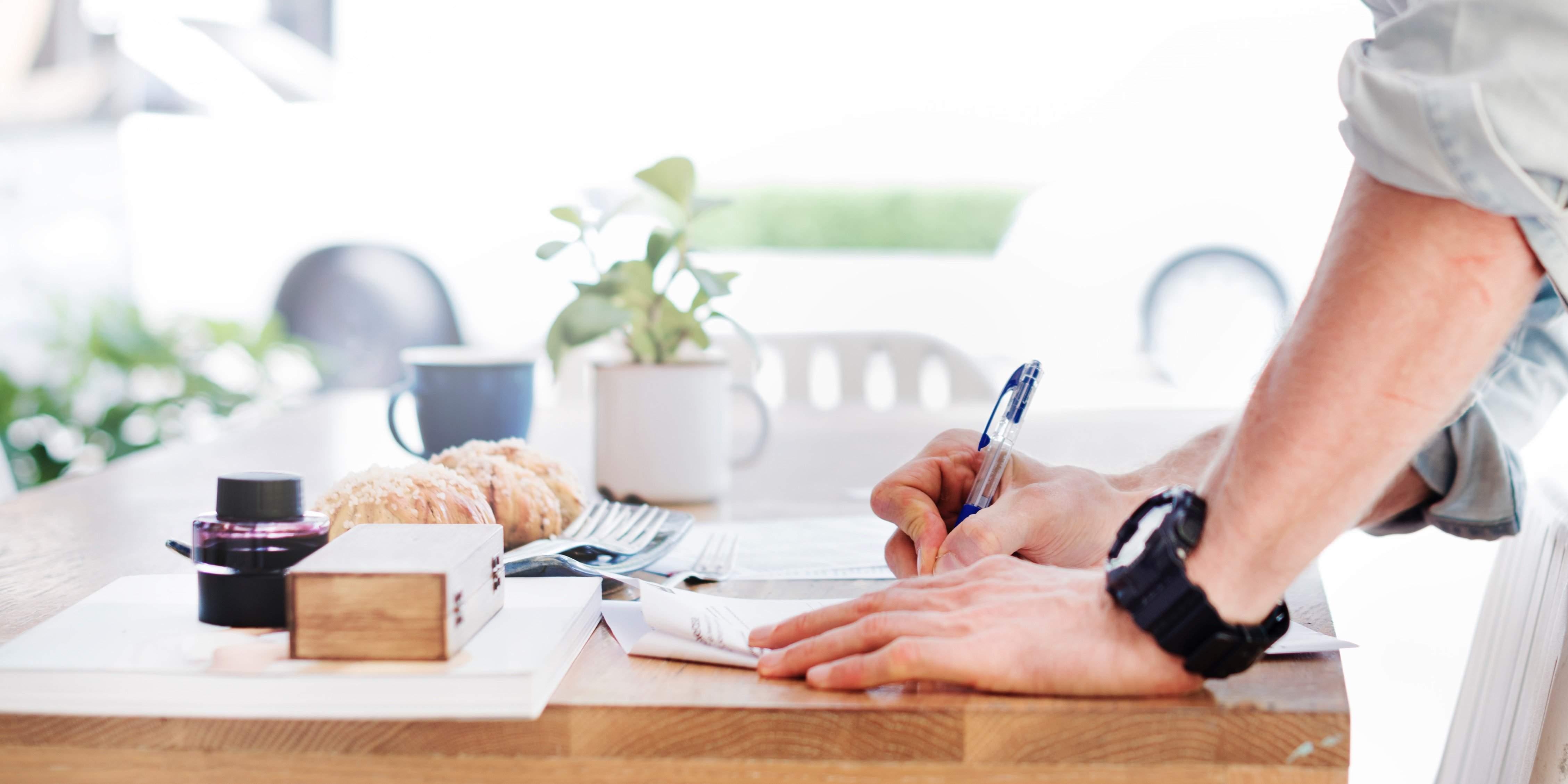 Đọc kỹ hợp đồng bảo hiểm trước khi ký kết