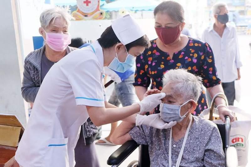 Các quy định mới nhất về bảo hiểm y tế người cao tuổi