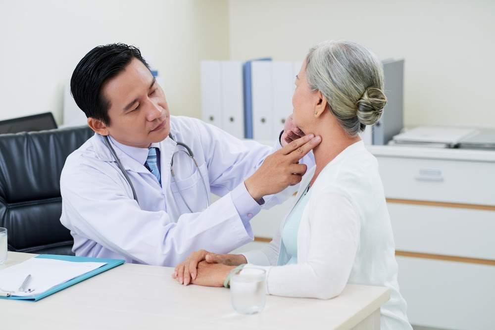 Người cao tuổi được ưu tiên trong quá trình khám bệnh