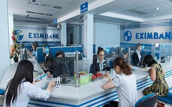 Khách hàng vay tiền tại Eximbank