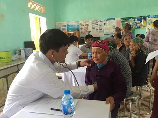 Người nghèo khám chữa bệnh bảo hiểm y tế