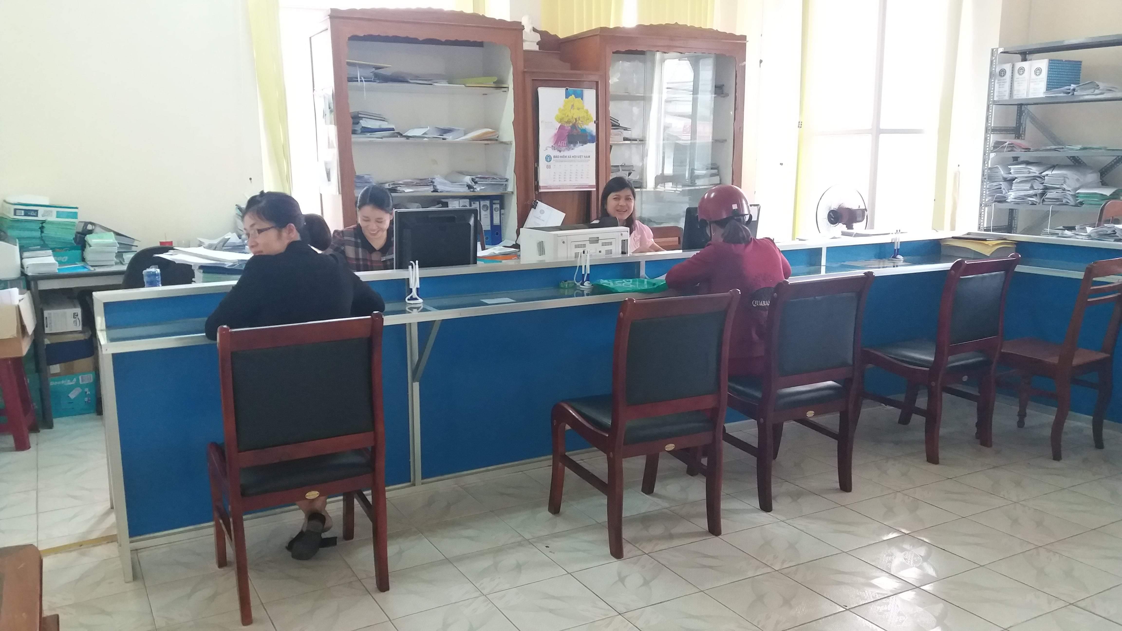 1 ngày làm việc của cán bộ BHXH Kon Tum