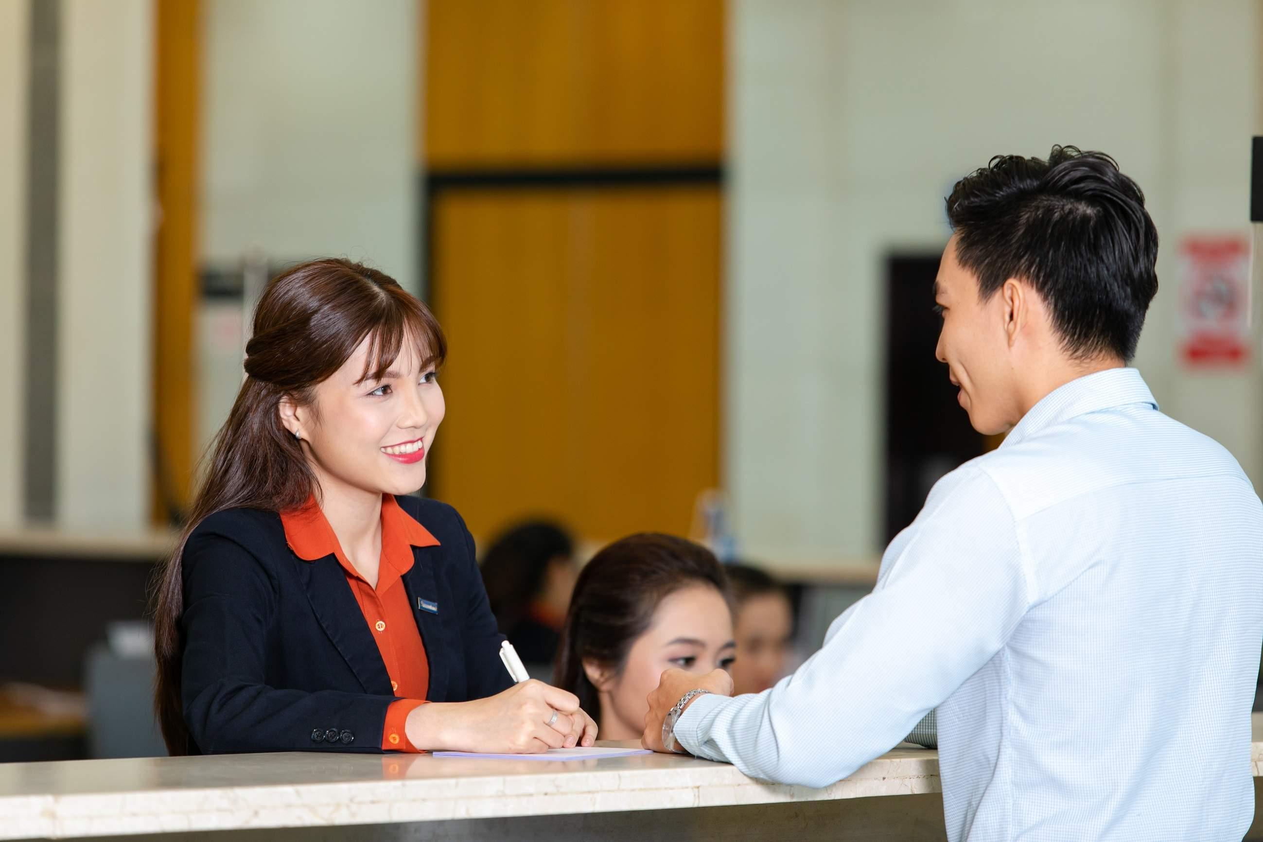 Khách hàng đăng ký vay thấu chi Sacombank