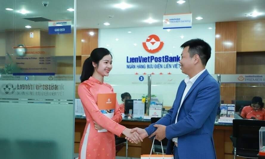Khách hàng đăng ký vay mua nhà tại LienVietPostBank