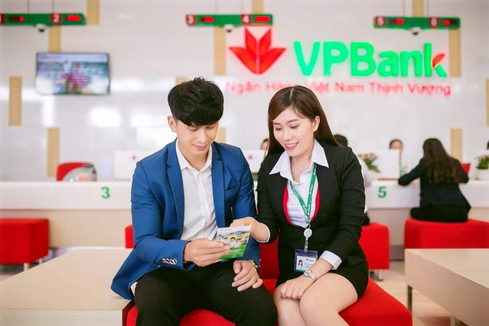 Khách hàng đăng ký vay du học VPBank