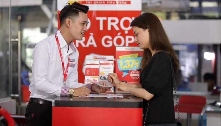 Khách hàng đăng ký vay mua ô tô tải trả góp tại HD SAISON