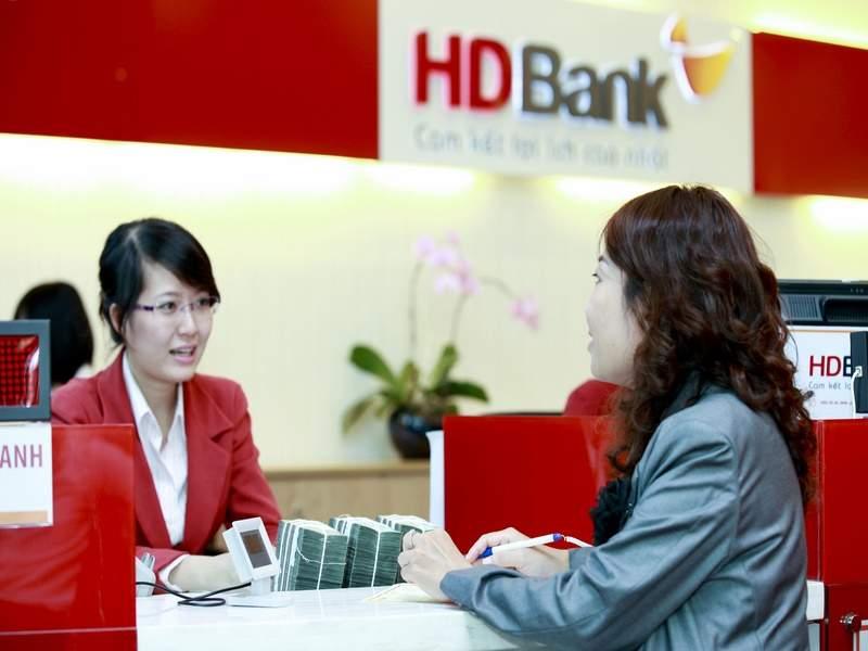 Đến ngân hàng đăng ký dịch vụ