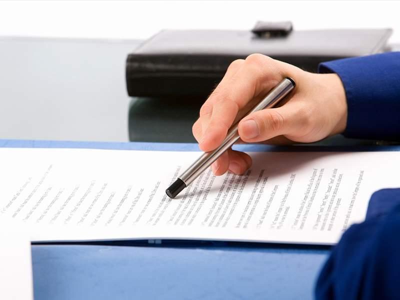 Đọc kỹ hợp đồng trước khi ký