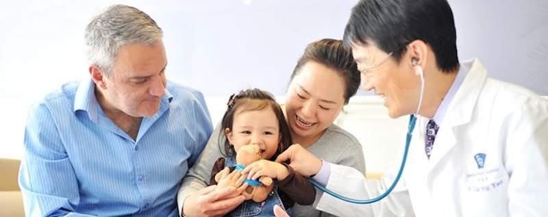 Có nhiều gói và loại bảo hiểm sức khoẻ cho bé mà bố mẹ có thể lựa chọn