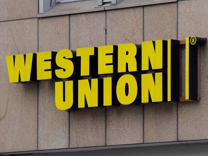 Bạn còn có thể chuyển tiền bằng thẻ Visa, Master,... hoặc sử dụng Internet để giao dịch qua Western Union.