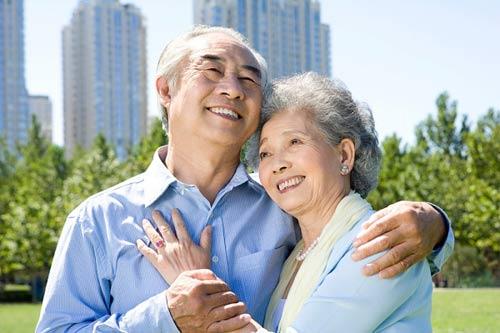 Nên mua bảo hiểm nhân thọ hưu trí nào cho bố mẹ?