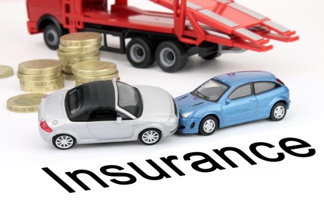Dịch vụ và bồi thường là 2 yếu tố quan trọng khi chọn mua bảo hiểm ô tô