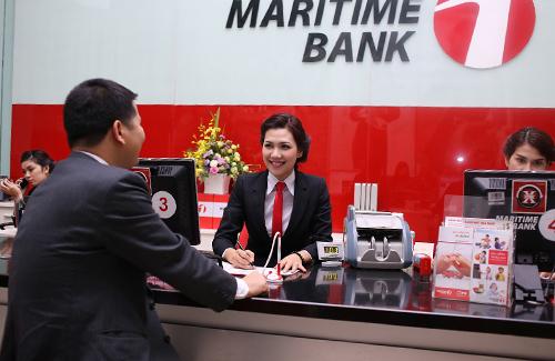 Khách hàng đăng ký vay mua xe tại Maritime Bank