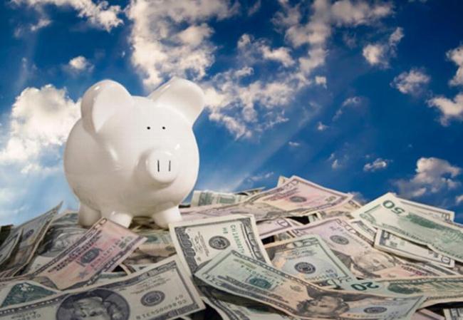 Trong bối cảnh các kênh đầu tư trầm lắng thì gửi tiết kiệm là lựa chọn của nhiều người có tiền nhàn rỗi