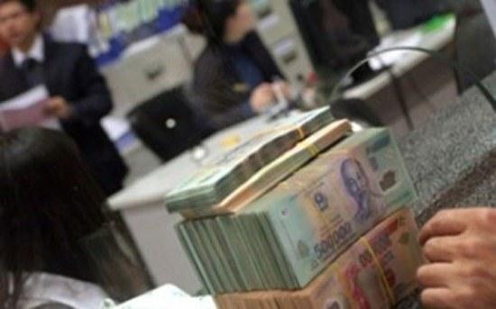Lãi suất gửi tiết kiệm cao hơn khiến đồng VND đang được người dân